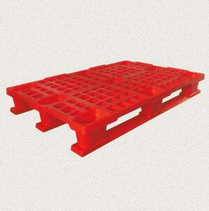 plastic pallet with board